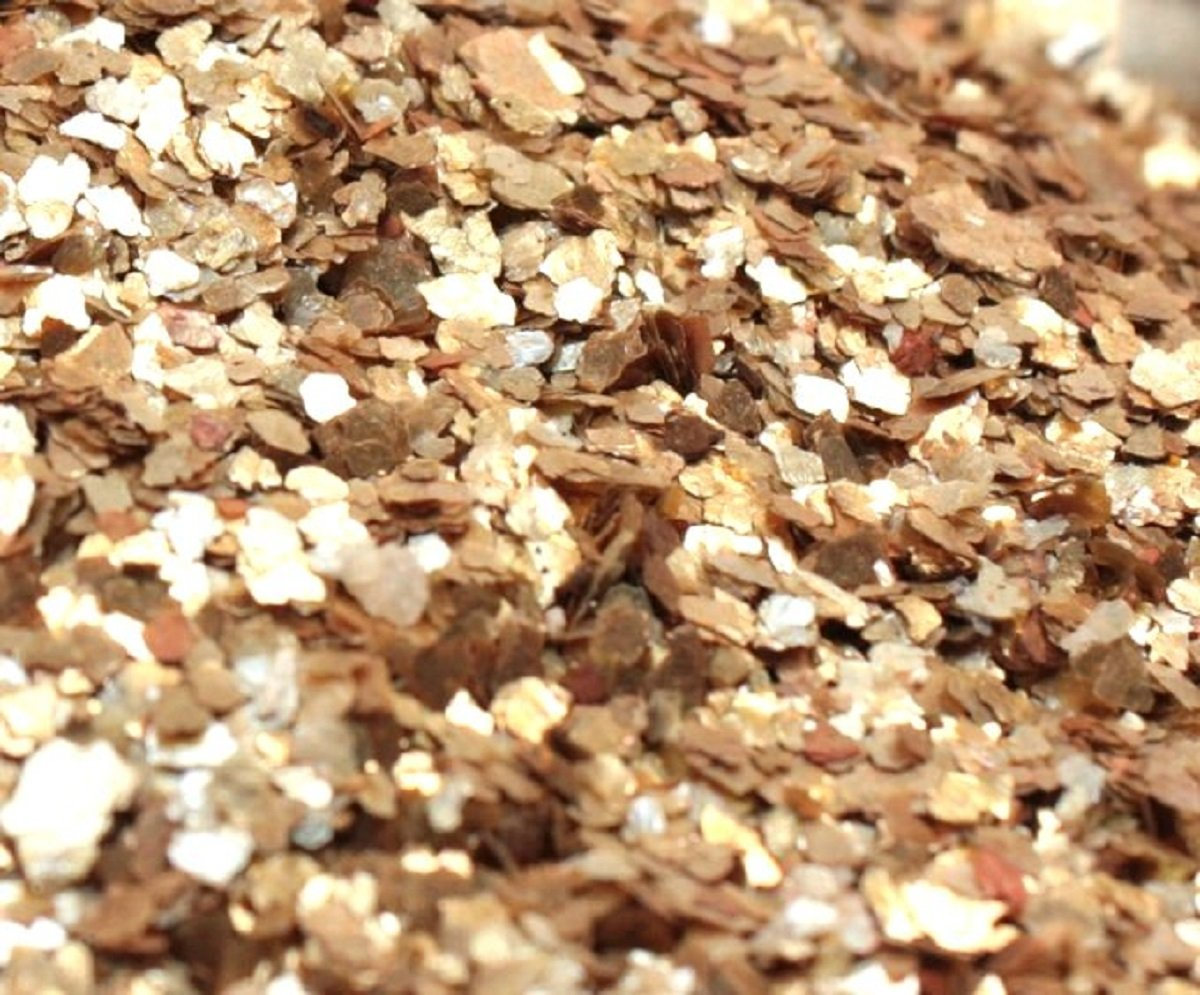 Meyer Imports Natural Mica Flakes - Gold - 4 oz - #311-4331 by Meyer Imports (Image #1)