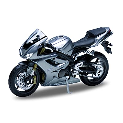 Welly Die Cast Motorcycle Silver Triumph Daytona 675, 1:18 Scale: Toys & Games