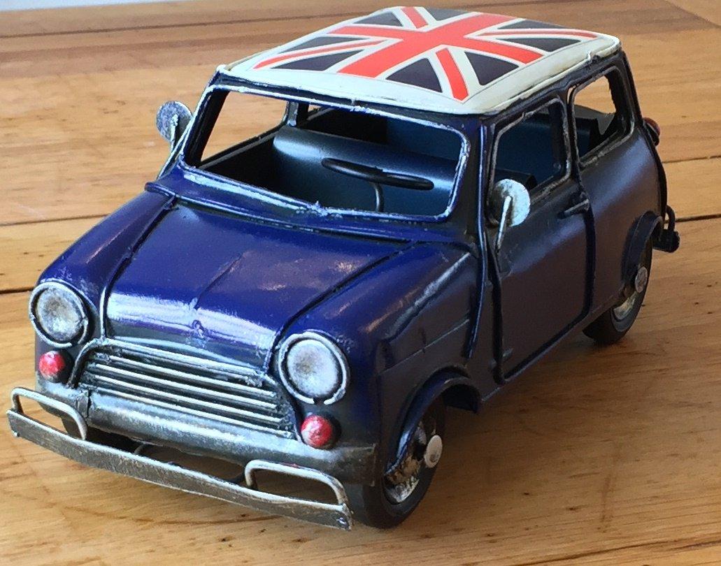 Lovely grande stile vintage retrò metallo mini auto con Union Jack roof ornamento–24cm di lunghezza–Great gift for a mensola o una scrivania. Blue SIL