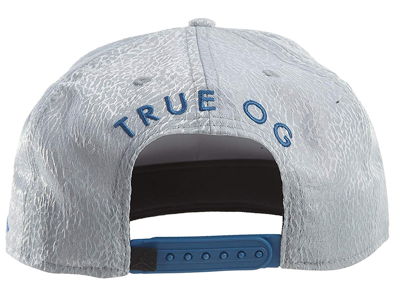 a0a3716766b Amazon.com  Nike Mens Jordan 3 Retro Snapback Hat Cement Grey True Blue  802029-010  Sports   Outdoors