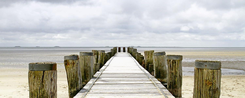 Artland Qualitätsbilder I Glasbilder Deko Glas Bilder 125 x 50 cm Landschaften Strand Foto Creme D8TW Steg ins Watt