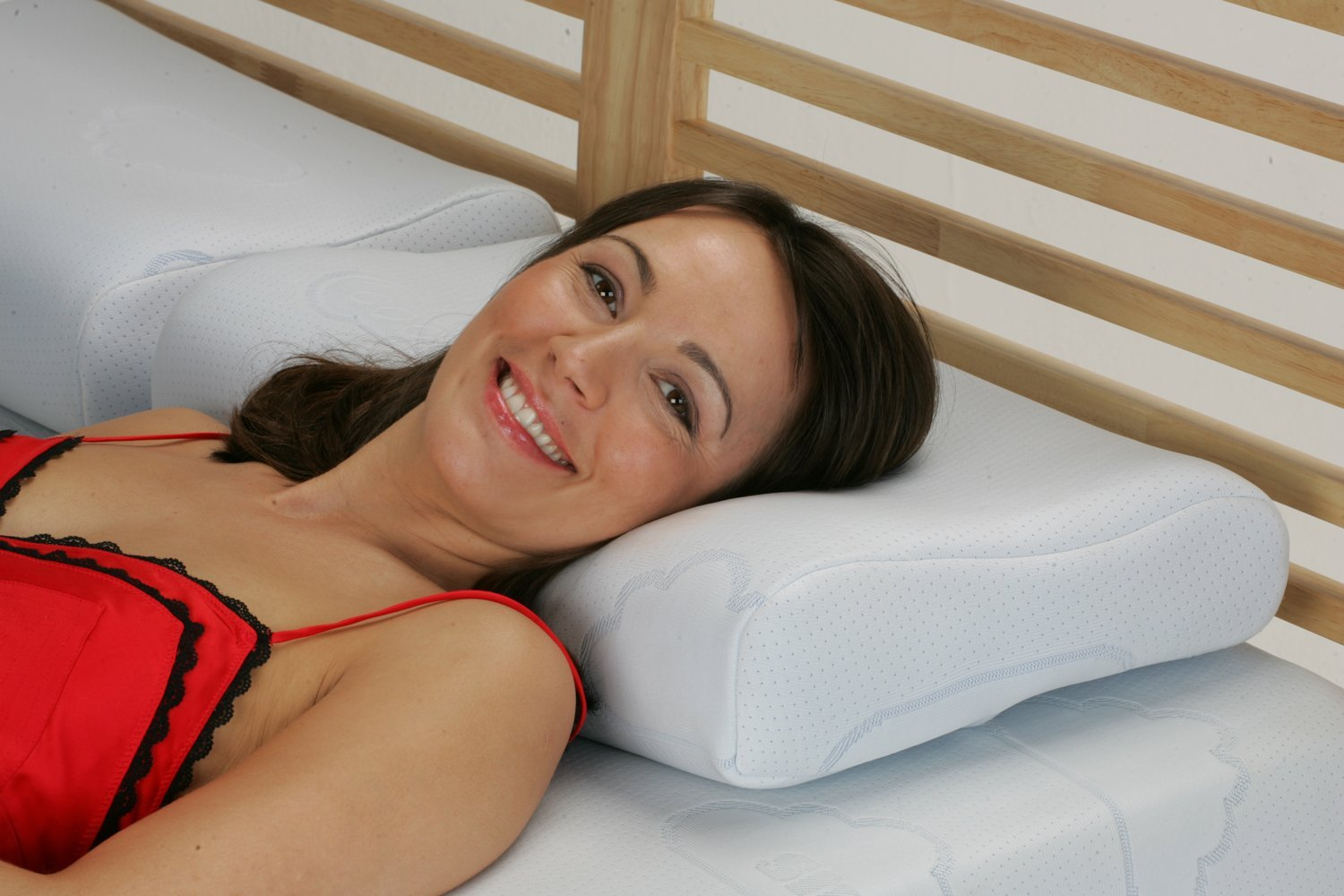 Snug Single Contour Memory Foam Pillow