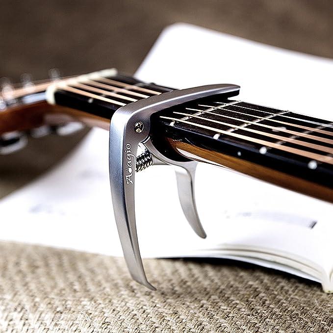 Cejilla Adagio profesional, de alta calidad, para guitarras acústicas y eléctricas, con desbloqueo rápido, para cambiar las clavijas, de color plateado y ...