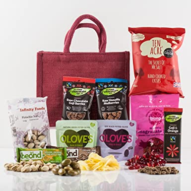 Christmas Gifts For Vegans.Natures Hampers Vegan Treats Gift Bag Healthy Vegan Gift