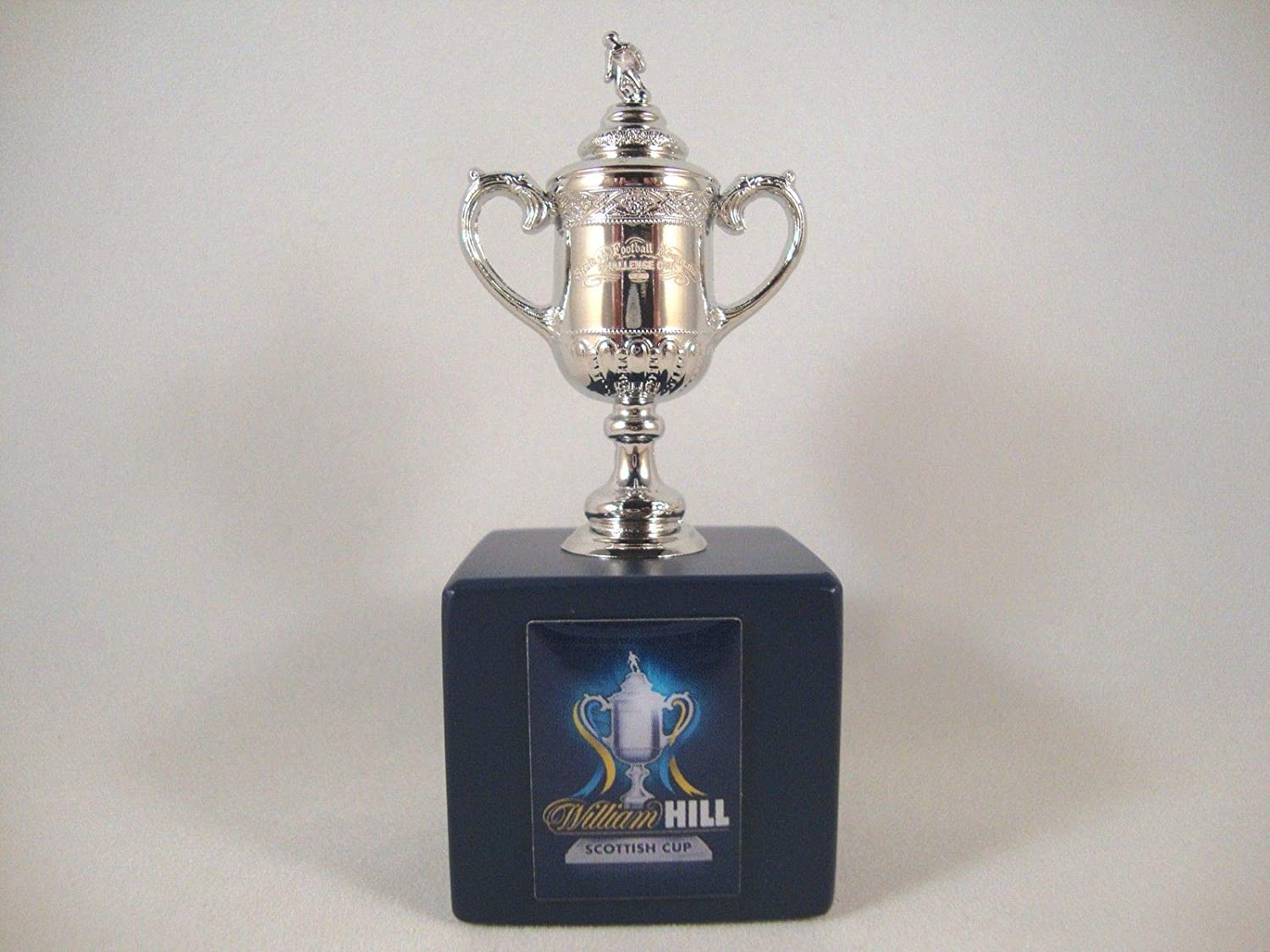 Scottish Cup - Trophy replica on wooden pedestal (45 mm)