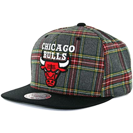 463add887f7 Amazon.com   Mitchell And Ness Chicago Bulls Nba Plaid Snapback Cap ...
