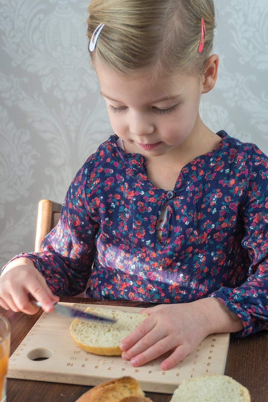 Fabriqu/é en Allemagne HOLZDING Planche /à d/écouper pour Enfants avec Support pour /œufs MAL1-1x1 Lernbrettchen Scolaire Id/ée Cadeau r/ègle