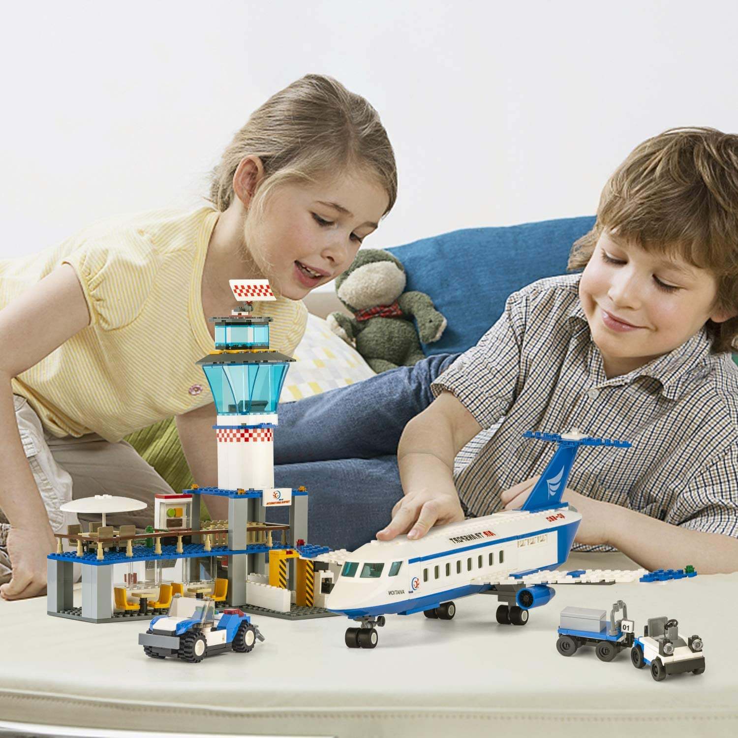 652 Pieces with Helicopter // Airport // Passenger // Lorry Truck // Car City Airplane Station Building Kits Toys,STEM Building Sets for Kids Best Gift for 6-12 Boys and Girls