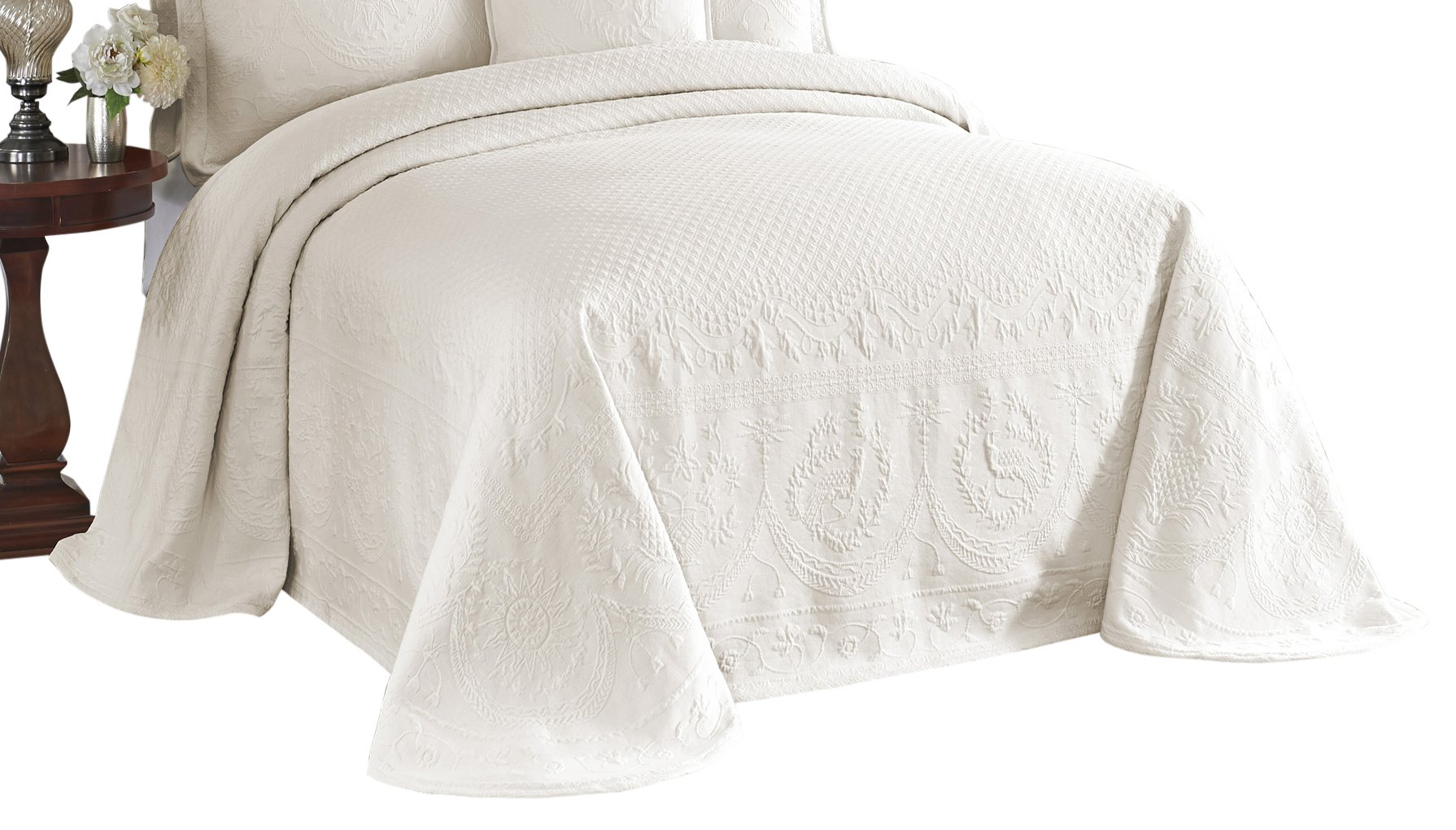 Historic Charleston 13989BEDDKNGIVY King Charles 120-Inch by 114-Inch Matelasse King Bedspread, Ivory