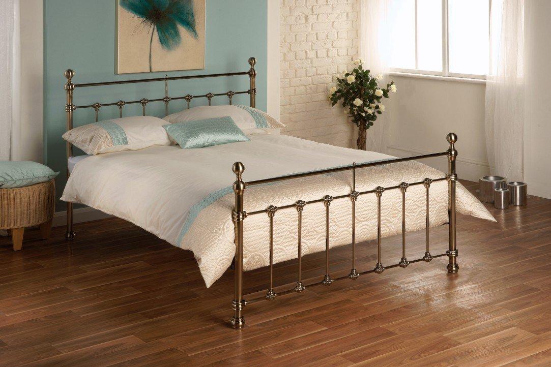 5ft Bett aus Metall in Messing