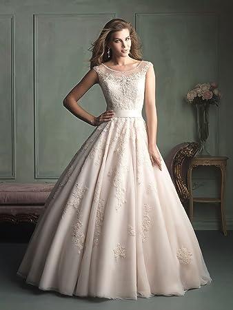 d028c693cc Amazon.com   Crew Neck Straps Short Sleeves A-Line Lace Applique Chapel  Train Lace Wedding Dress Ballgown   Beauty