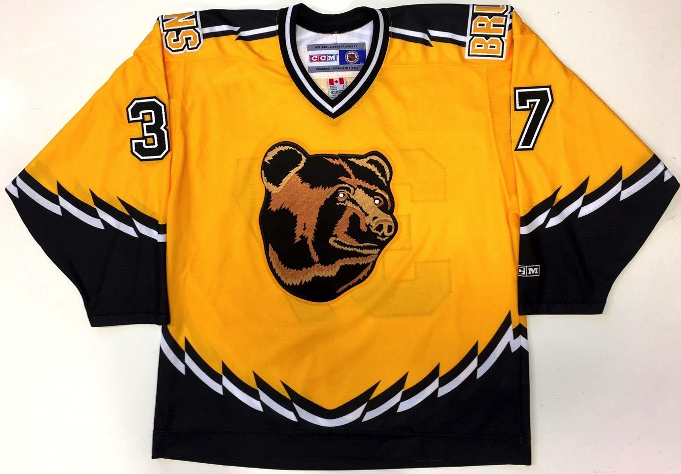 Amazon.com  Patrice Bergeron Boston Bruins Ccm Rookie Year 3rd Jersey Large Pooh  Bear - 5  Sports Collectibles aaedb4373