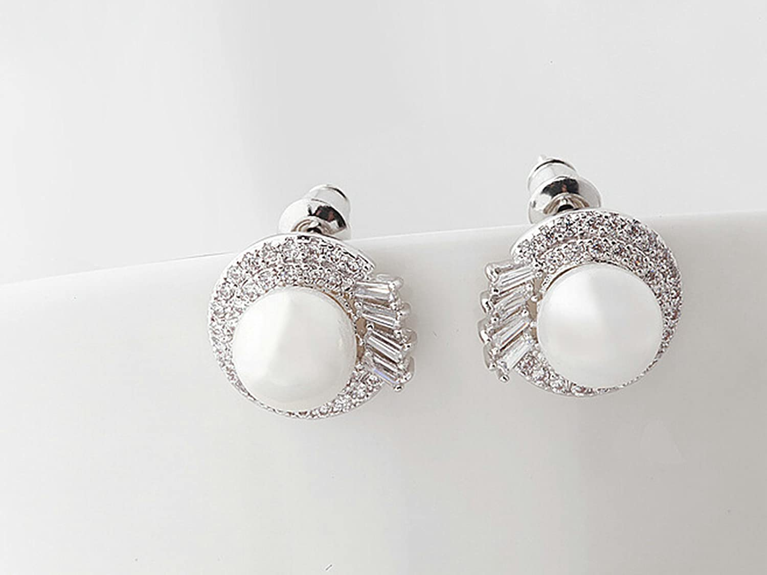 Gnzoe White Gold Plated Women Stud Earring White Cubic Zirconia Round Pearl Kissing Design 14.1x13.2MM