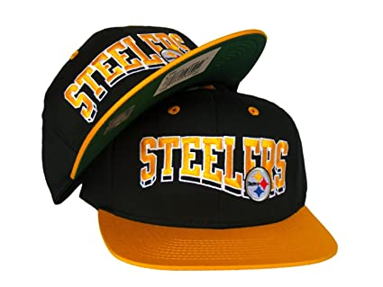 c55d29e9eb748 PITTSBURGH STEELERS Script Wave Retro Snapback Hat - NFL Cap - 2 Tone Black  Gold- Worn by Wiz Khalifa  Amazon.co.uk  Sports   Outdoors
