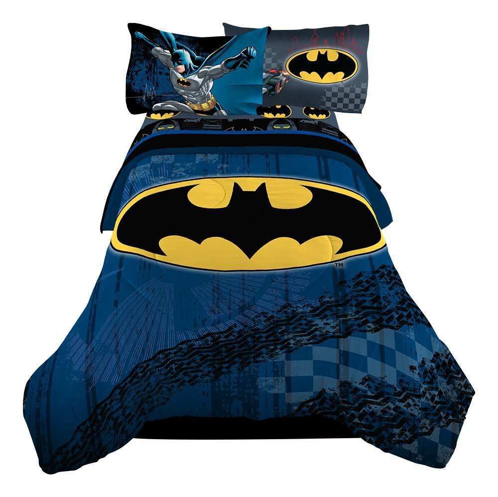 "Warner Bros 72 x 86"" Batman Guardian Speed Reversible Microfiber Comforter, Twin/Full"