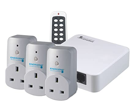 Alexa-compatible Hub and Smart Plugs 3-pack