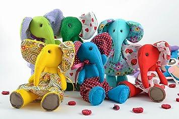 Juego de cinco juguetes de tela de fieltro artesanales con forma de elefantes