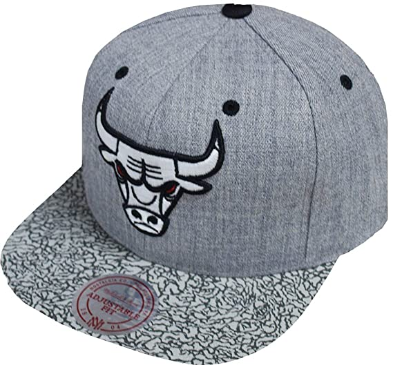2b744807bce Image Unavailable. Image not available for. Color  Mitchell   Ness NBA Logo  Chicago Bulls INTL101 Snapback Cap ...