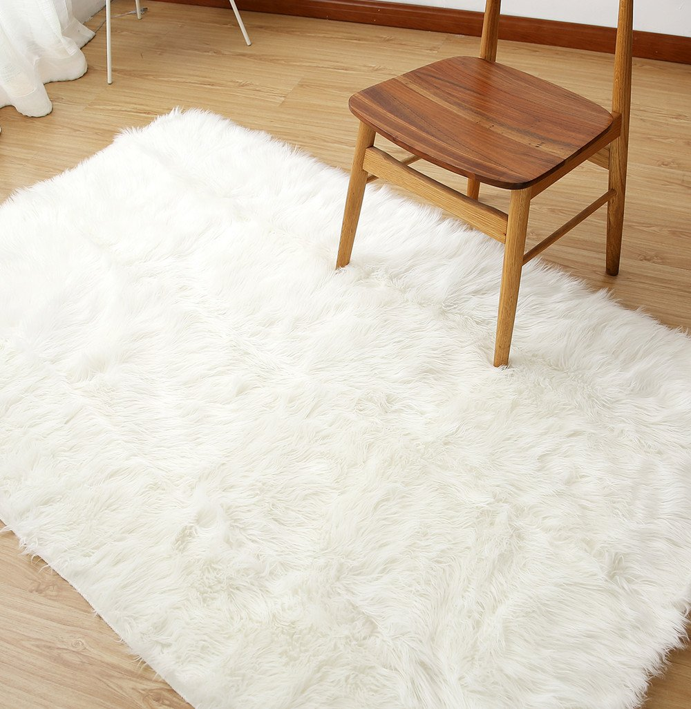 Sheepskin Area Rug Supersoft Fluffy Rectangle Sheepskin Rug Shaggy Rug Floor Mat Carpet Decoration (3 ft x 5 ft, White)
