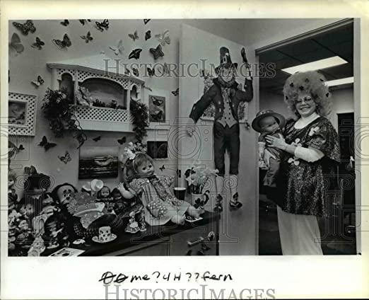Amazon com: 1984 Press Photo Ferne W  Moretz and her doll