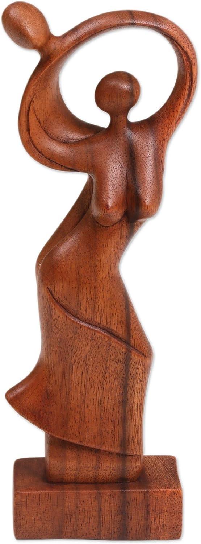 NOVICA Lサイズ ブラウン ロマンチック Suar 高さ11.75インチ 178417インチ ダンシングカップル 木製彫刻