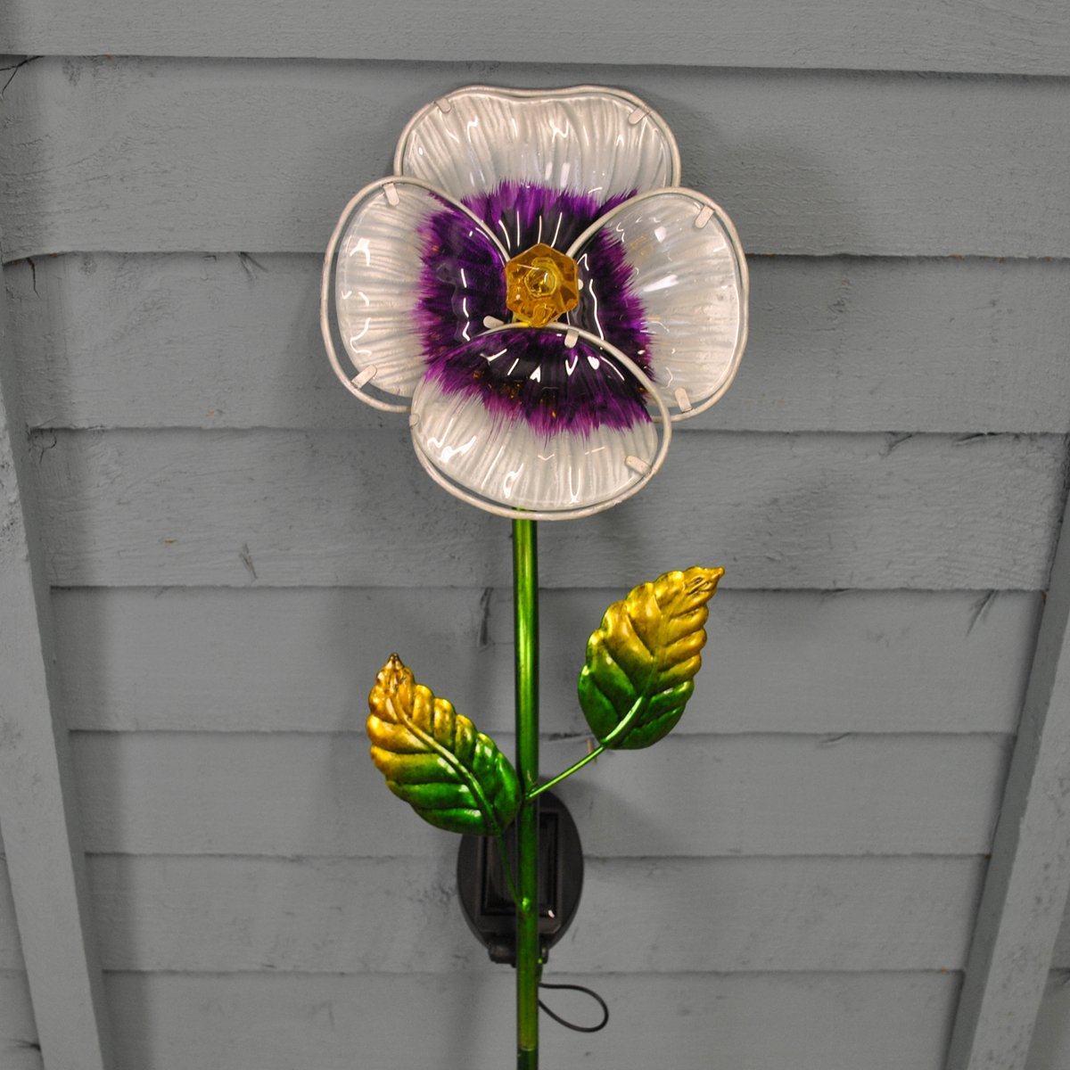 White Pansy Border Light (Solar) by Smart Solar
