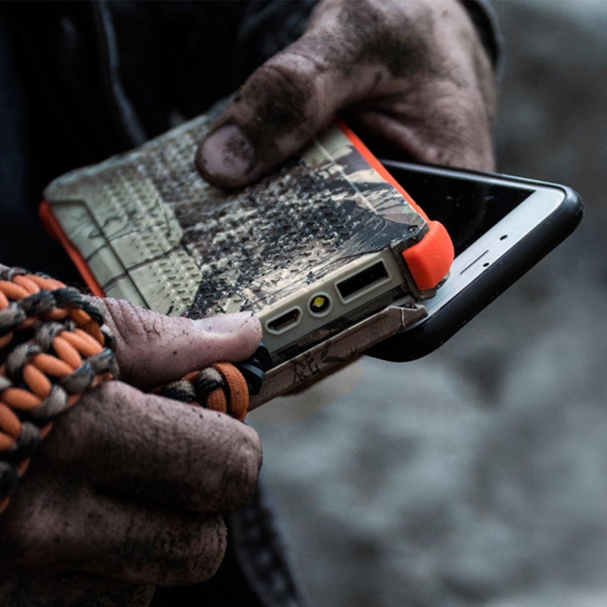 Dark Energy Poseidon IP68 Waterproof, Shockproof, Dustproof, 10,000mah, 2 USB Port, 3.4 Amp Portable Charger and Light PLUS Paracord Charging Cable, Realtree by Dark Energy (Image #6)