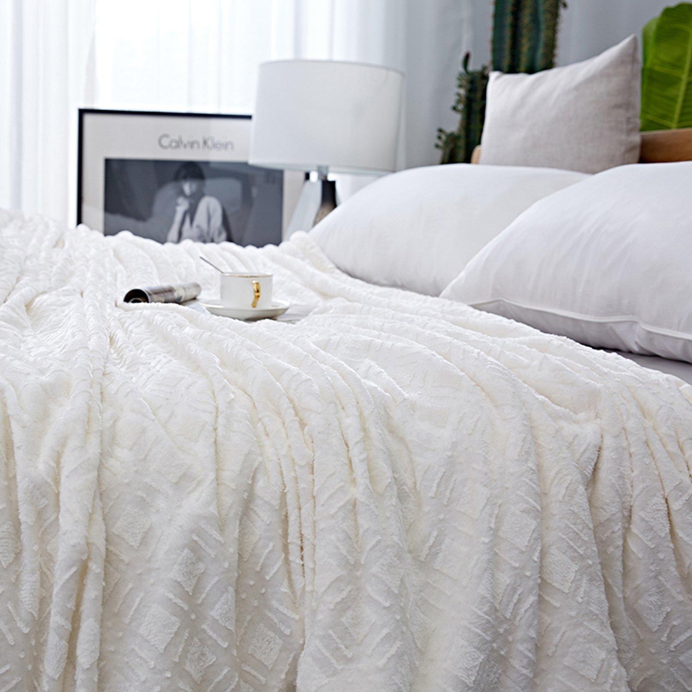 Amazoncom ClothKnow Ivory Checkered Blankets King Size