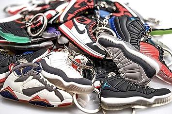 WeTheFounders Llavero de zapatos (jordano, NMD, Supreme), S ...