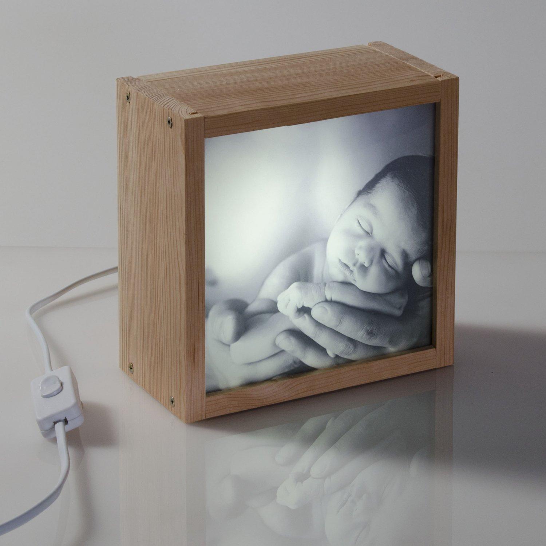 Caja de luz personalizable con foto – regala emoción – formato cuadrado (18x18x9,5cm.)