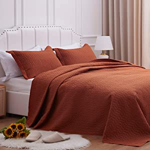 SunStyle Home Quilt Set Full/Queen Size,Brown Chain Pattern Bedspread-90 x96, Soft Lightweight Microfiber Coverlet, Luxurious Warm Bed Cover for All Seasons-3 Pieces(Includes 1 Quilt, 2 Pillow Shams)