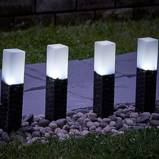 Juego de 4 luces solares de mimbre con postes para el jardín de Globrite, LED de color blanco: Amazon.es: Jardín