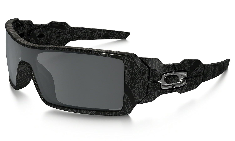 0ac91db539 Amazon.com  Oakley Oil Rig Sunglasses Matte Black Black Iridium   Cleaning  Kit Bundle  Clothing