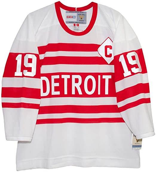 070f2ad71 Amazon.com   Steve Yzerman Detroit Red Wings 1992 Alternate CCM Jersey Sewn  Tackle Twill Name and Number   Sports   Outdoors