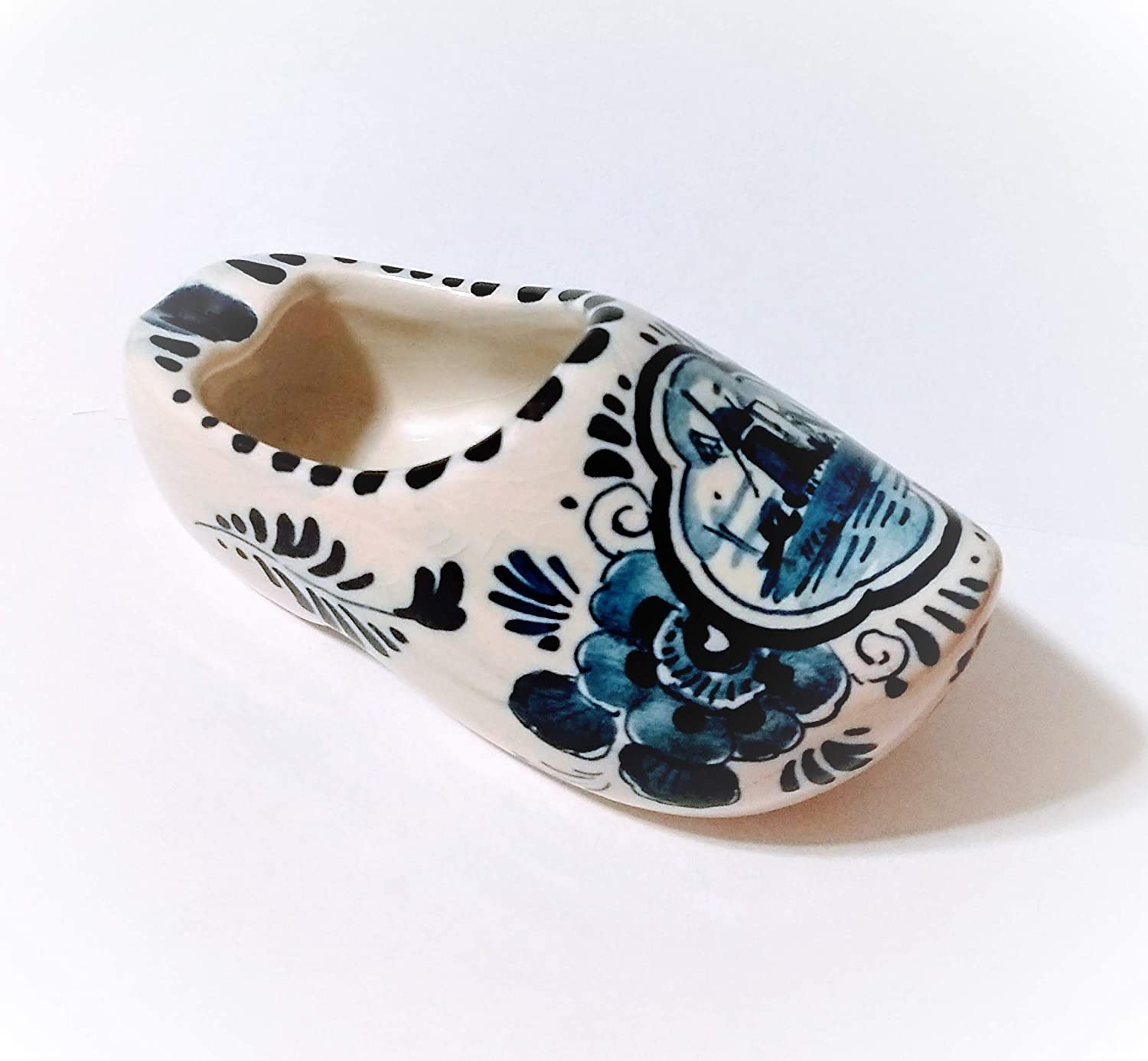 ashtrays with Windmill scene Delft Dutch Shoes 2