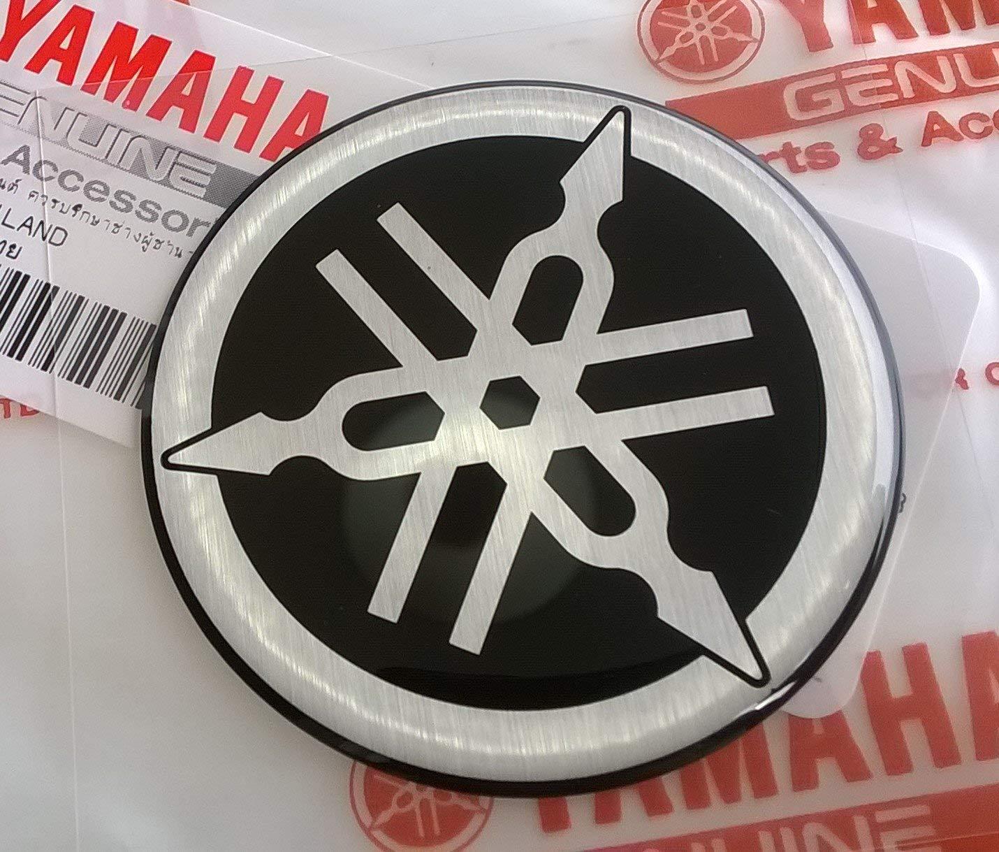100% GENUINE 50mm Diamètre YAMAHA TUNING FOURCHE Autocollant Emblème Logo noir / ARGENT surélevé bombé Gel Résine Autoadhésif Moto / Jet Ski / ATV / Motoneige
