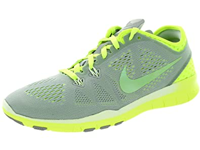 3811e37e8298 Nike Women s Free 5. 0 Tr Fit 5 Brthe Wolf Grey Cyber Volt White Training  Shoe 7 Women US  Amazon.in  Shoes   Handbags