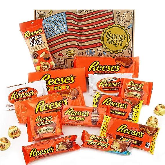Paquete grande para regalo de caramelos Reeses   Surtido incluye mantequilla de Cacahuete y mini bocados de Nueces   17 artículos en caja de regalo ...