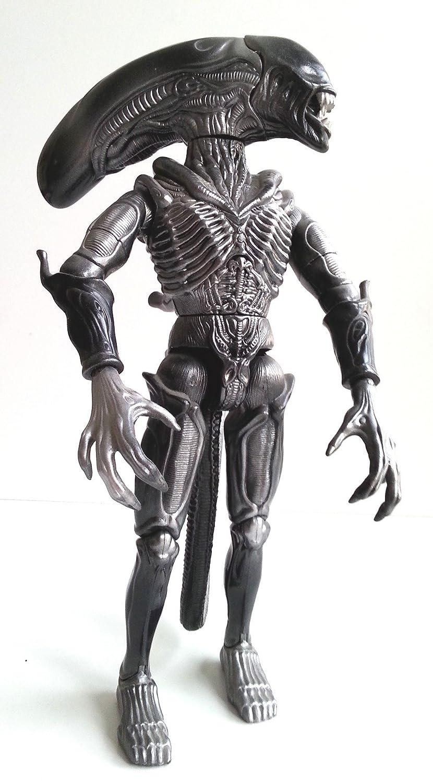 Hasbro Signature Series Alien Resurrection Warrior Drone Deluxe Figure 1997 Kenner Toys Movie Edition