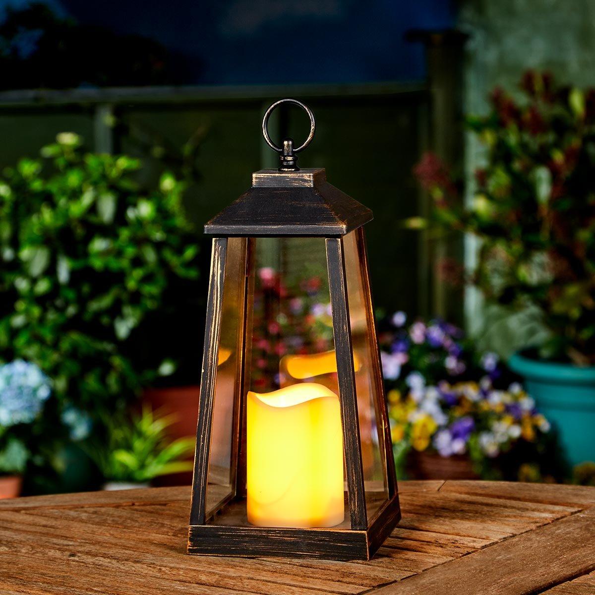 batteriebetriebene Outdoor Laterne, mit LED Kerze und täuschend echt wirkenden Flacker Effekt, von Festive Lights (Grau)