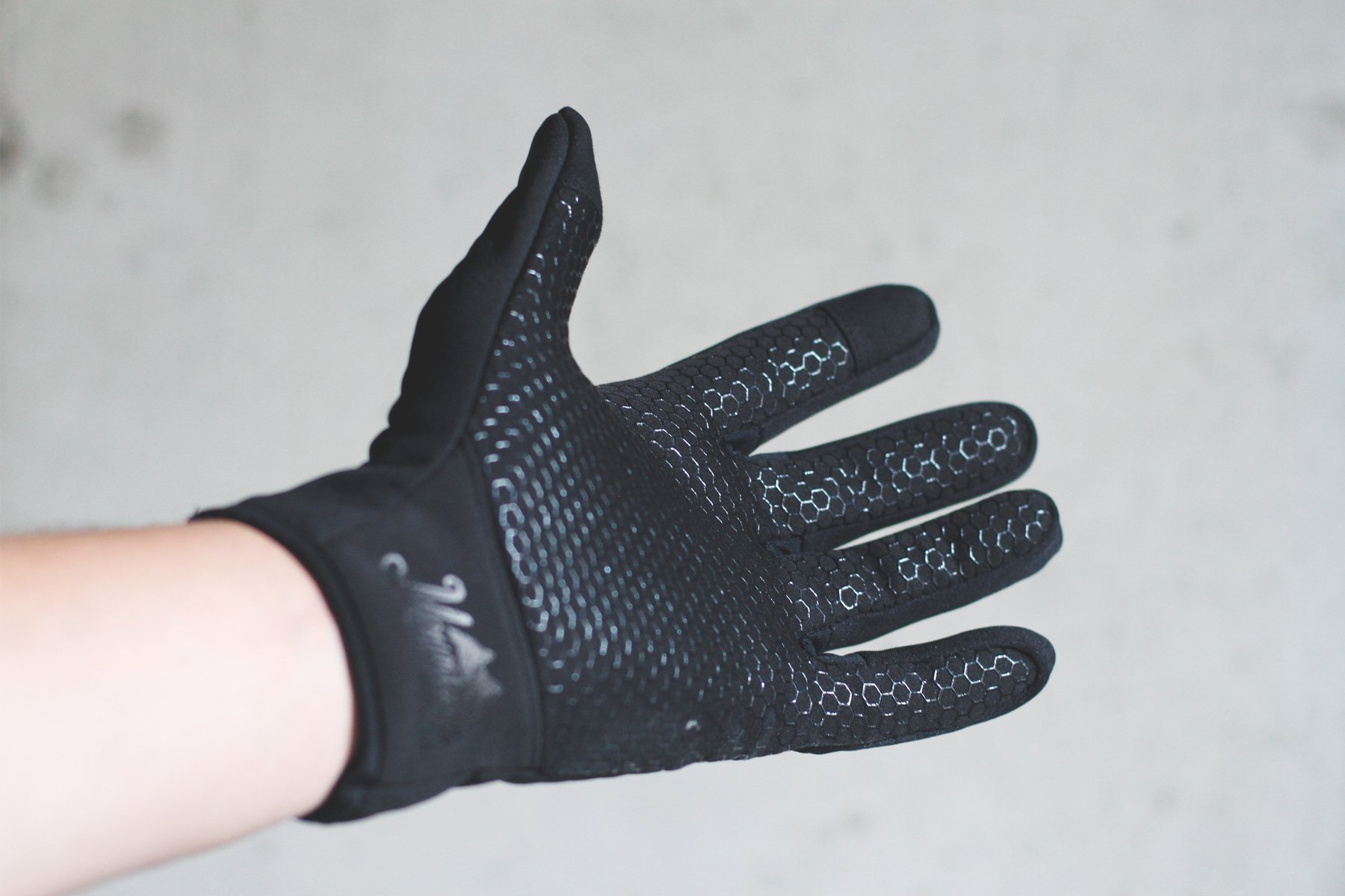 Mountain Made Cold Weather Genesis Gloves for Men & Women, Medium, Black by Mountain Made (Image #5)