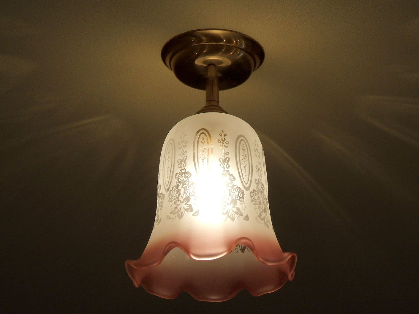 コンコルディア照明 シーリングライト真鍮色 直付けタイプ エッチング模様 すその赤色が美しいガラスシェード 361E/RED-PB391   B0773D2GS5