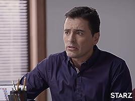 Bárbara le advierte a Moncho que, si no pasa la prueba como cachaco en el próximo partido tendrá que asistir al estadio vistiendo la camiseta del Santafé.