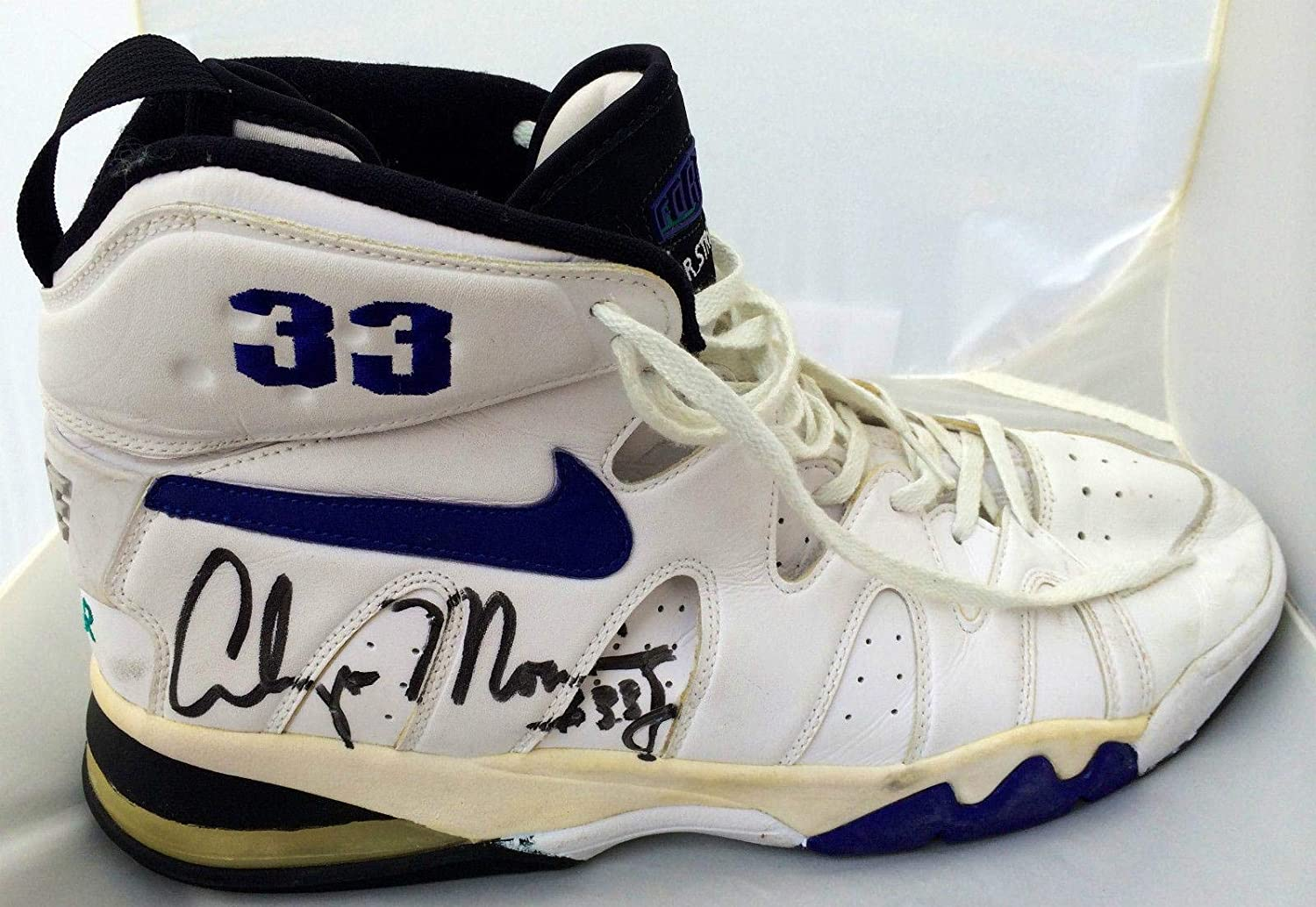 Variedad perfil hoja  Alonzo Mourning Signed (1995 vs SHAQ) Charlotte Hornets GAME USED Nike  Shoes JSA - Autographed Game Used NBA Sneakers at Amazon's Sports  Collectibles Store