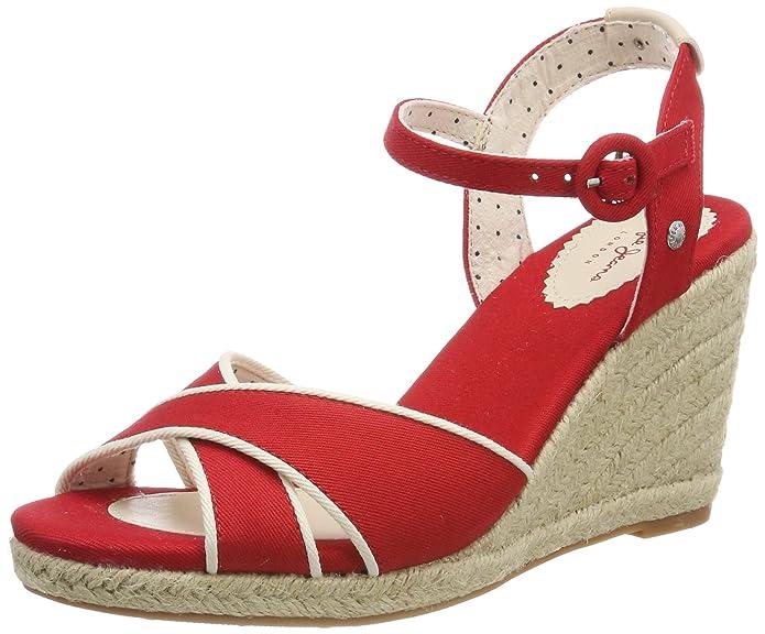Sandalias rojas para vestido azul