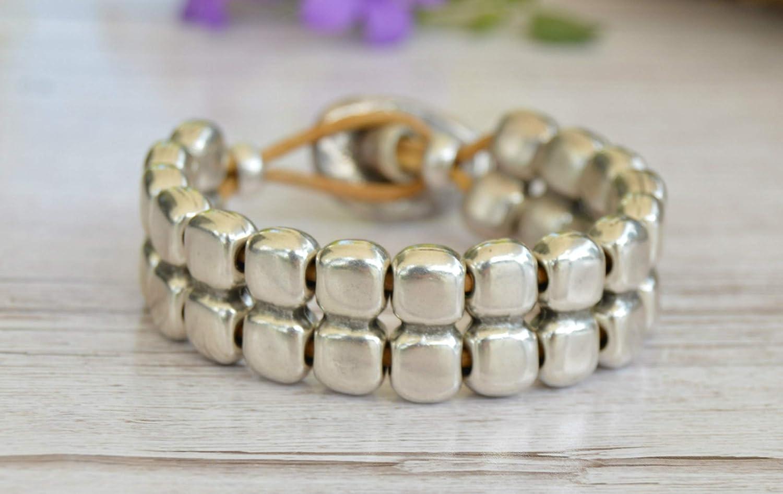 Pulsera de bolas plata, brazalete de zamak plata y cuero para mujer en estilo ibicenco