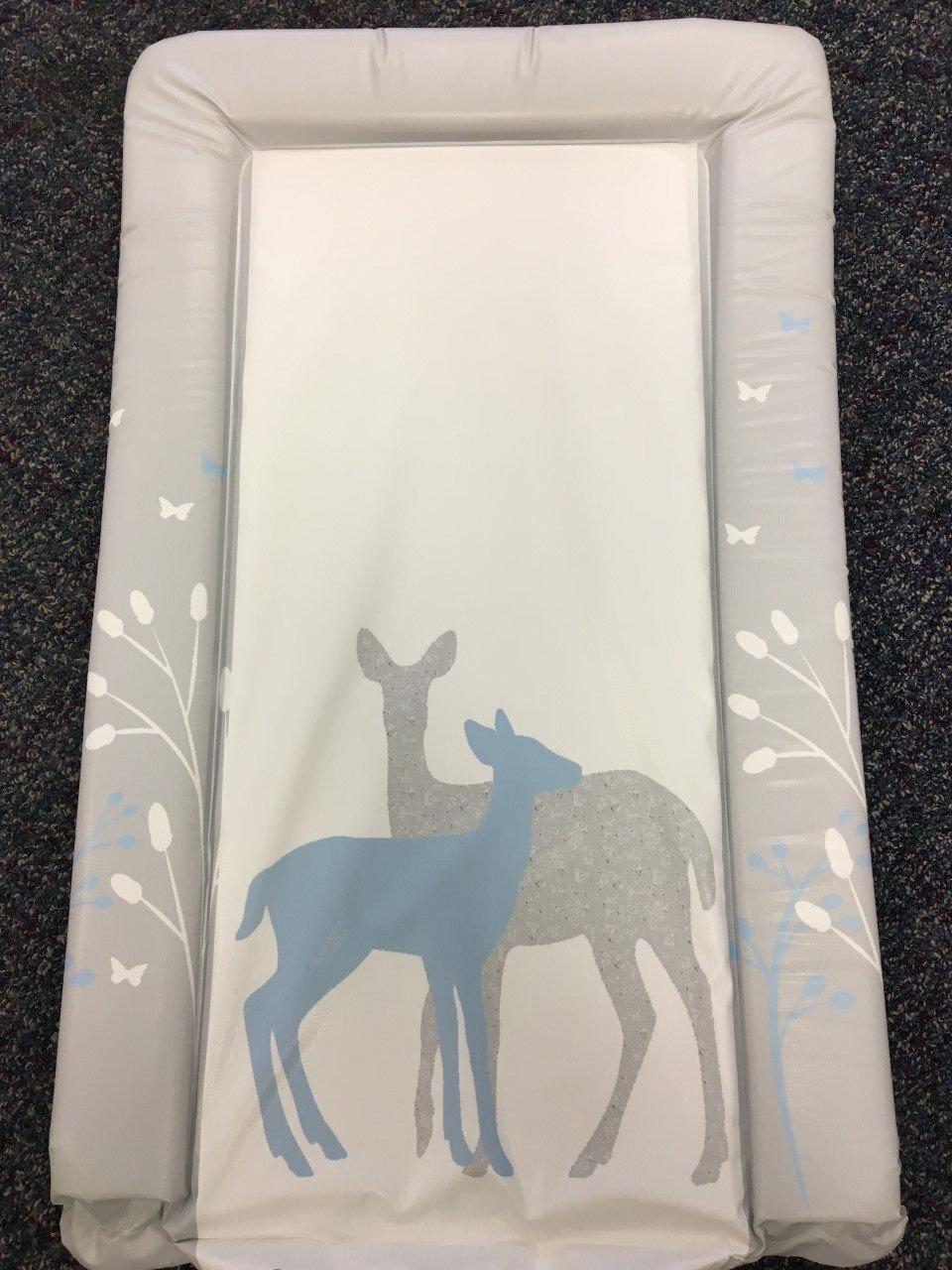 Cambiador unisex para bebé impermeable con bordes doblados, diseño único en azul con bosque y ciervo babieswithlove