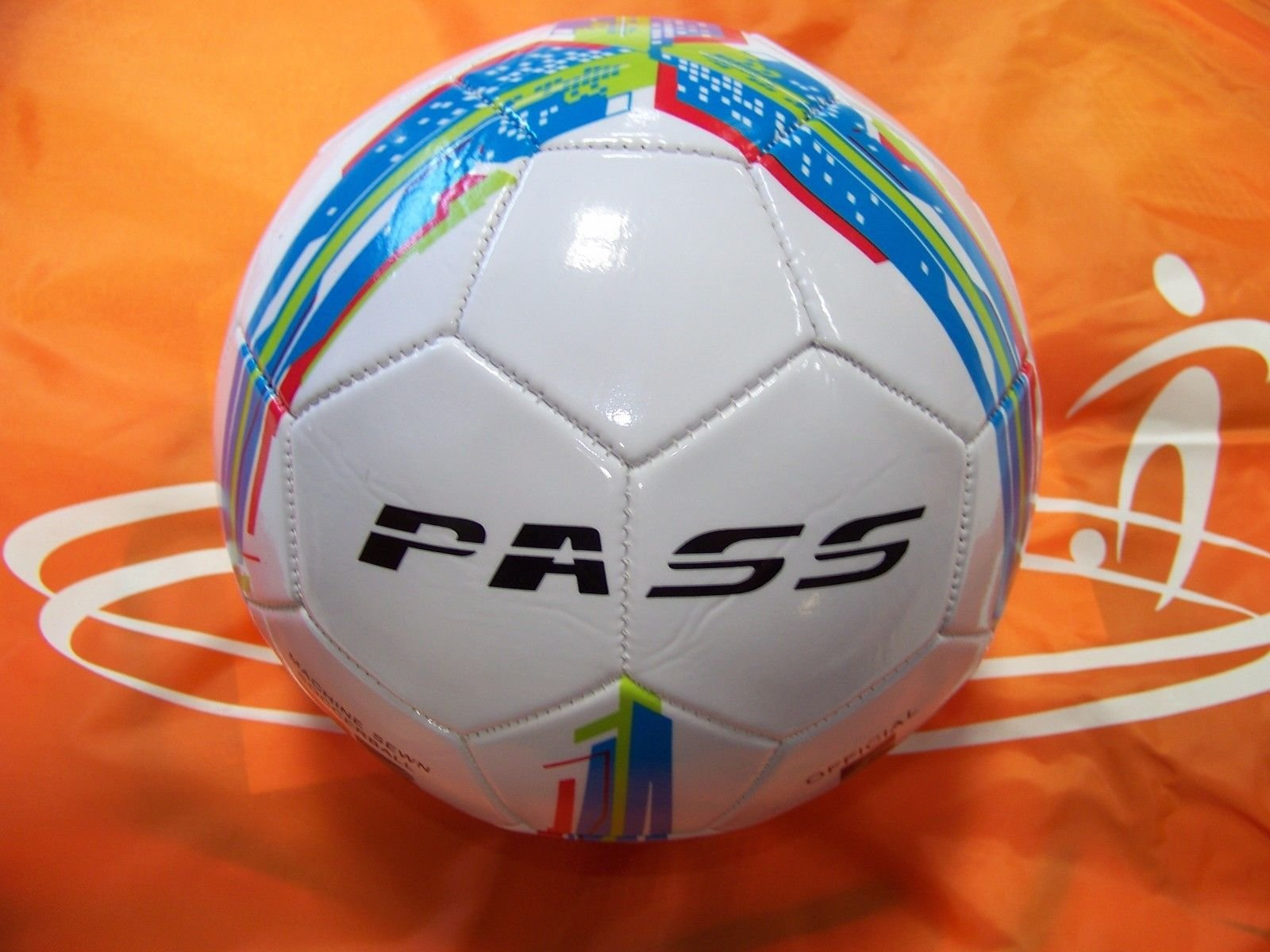 50 CT - Size 5, 32 Panel Machine Sewn Soccer Balls. Official Sizes & Weight. COMES WITH FREE 6'' PUMP (Red, Green & Blue)