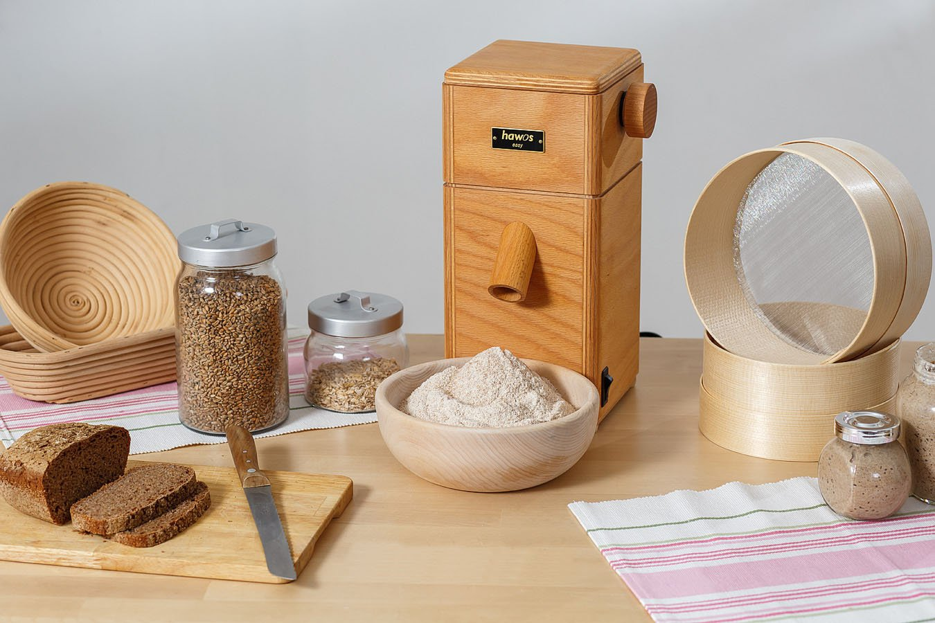 hawos Easy Stone Grain Flour Mill in Wood 110 Volts 360 Watts Grinding Rate 4 oz / min by Happy Mills (Image #4)