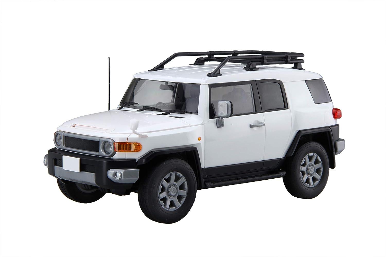 Amazon Com 1 24 Car Next Series No 9 Toyota Fj Cruiser White Plastic Model Toys Games